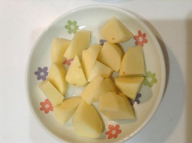 ガーリック風味のアンチョビマヨポテト手順1