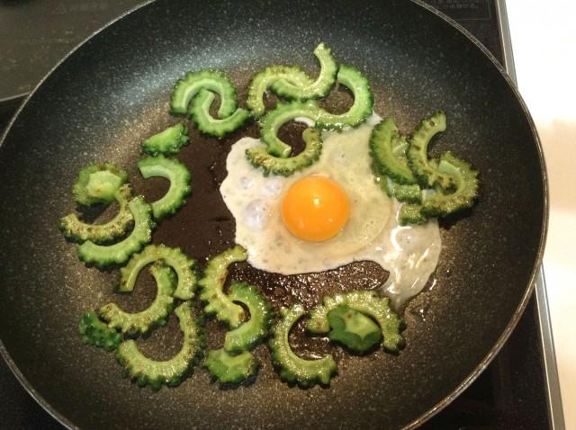 ソースが決め手!ゴーヤの卵炒め手順3