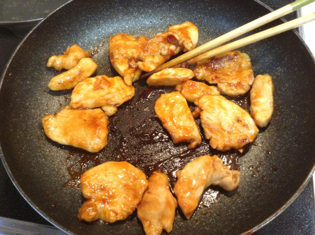 鳥胸肉で作る!ピリ辛ケチャップソース炒め手順6