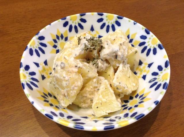 ガーリック風味のアンチョビマヨポテト