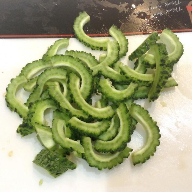 味噌マヨこってり豚ゴーヤ炒め手順1
