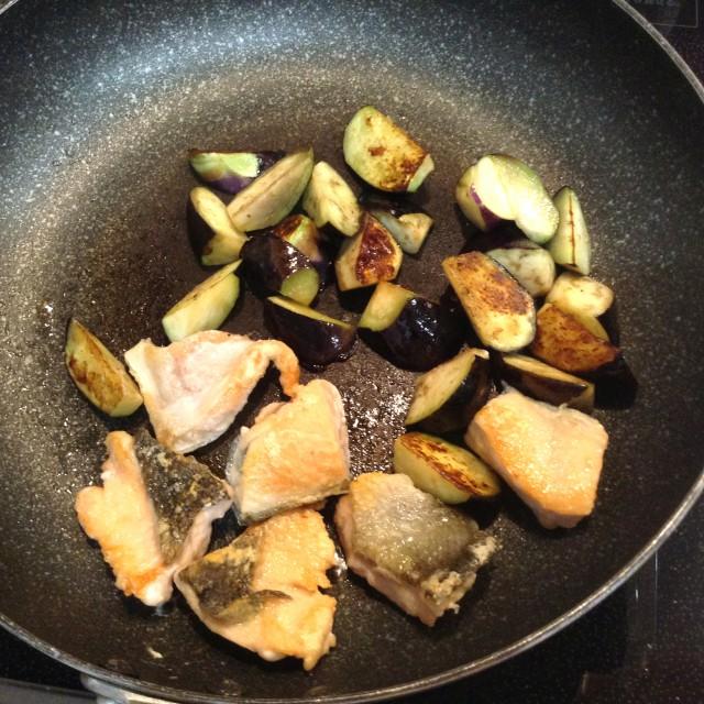 鮭とナスのハニーマスタード炒め手順3