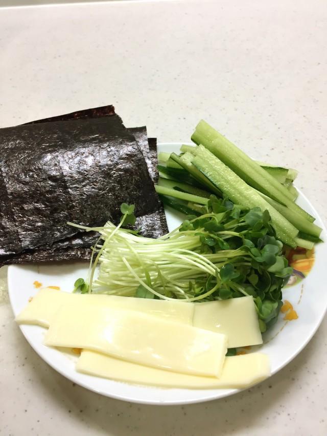 ヘルシーおつまみ!野菜海苔巻き手順1