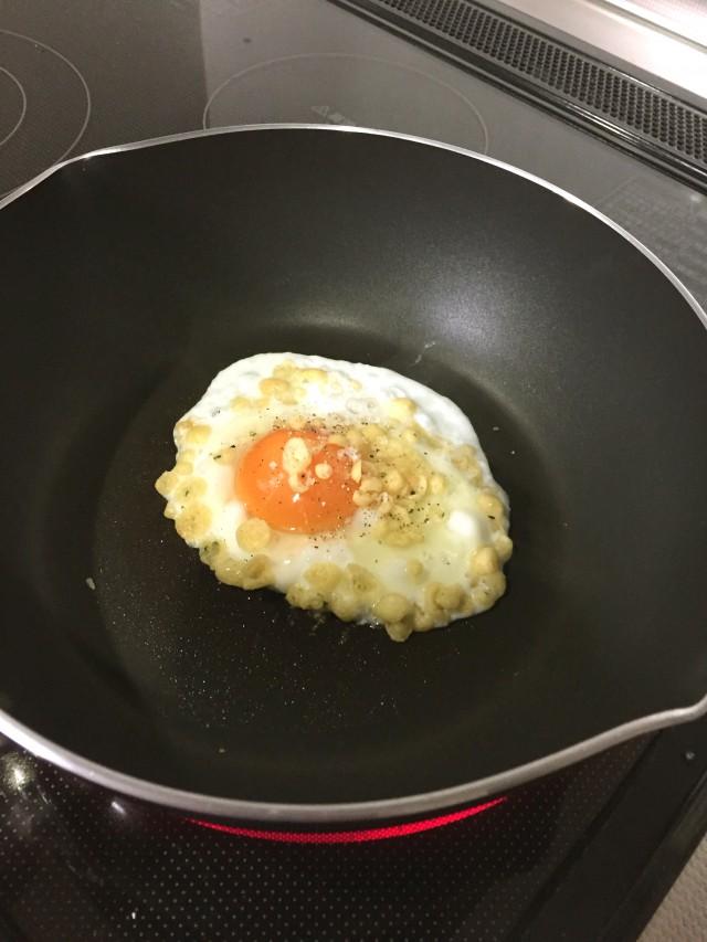 シンプルおつまみ!卵だけ焼き手順3