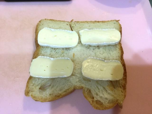 ワインに合う!チーズハニートースト手順1