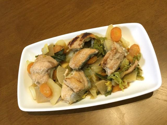 たっぷり野菜と鮭の甘味噌煮込み