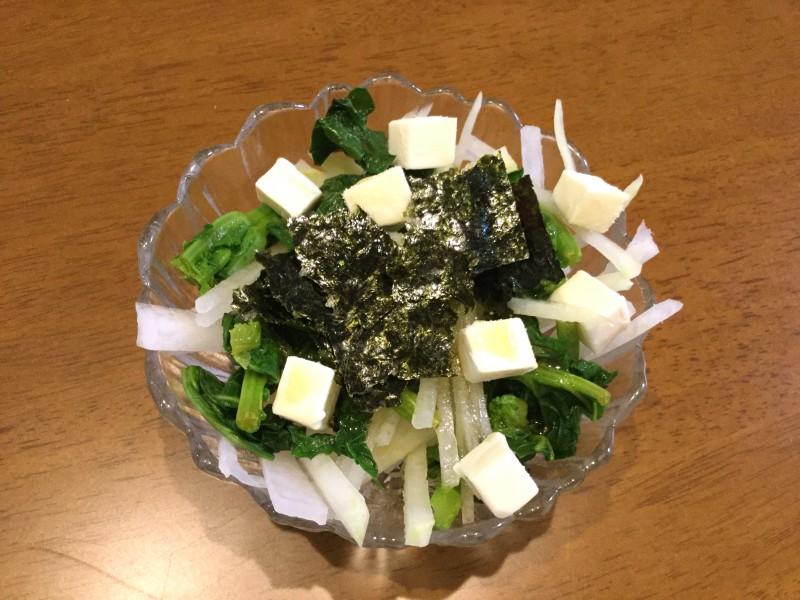 シャキシャキ大根と海苔ゴマチーズの春色サラダ