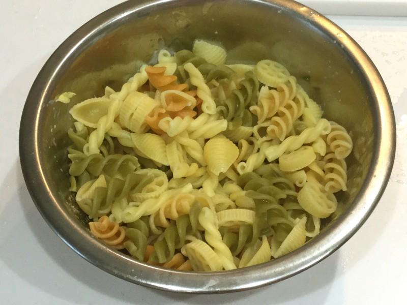 半熟卵のマカロニサラダ手順1