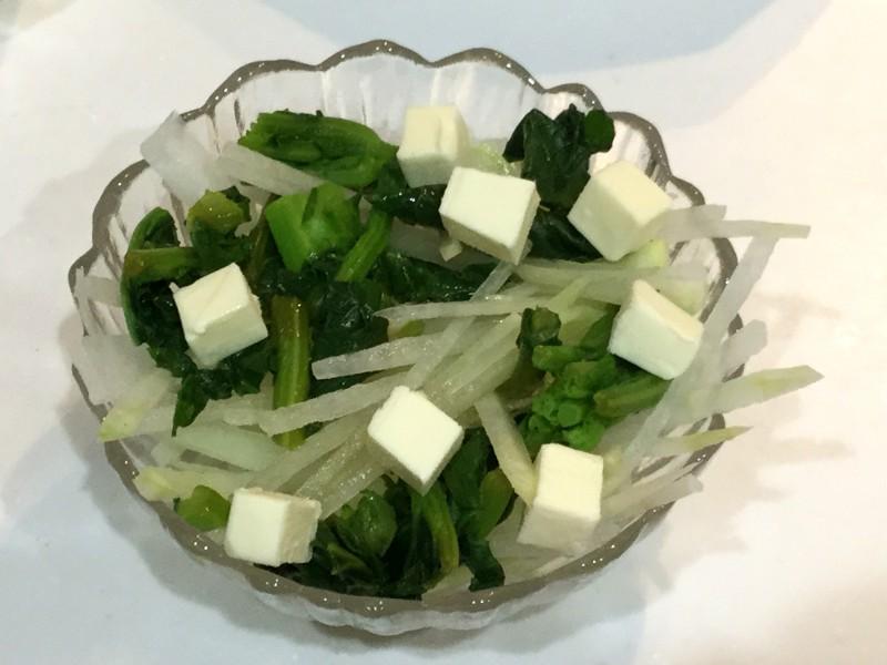 シャキシャキ大根と海苔ゴマチーズの春色サラダ手順2