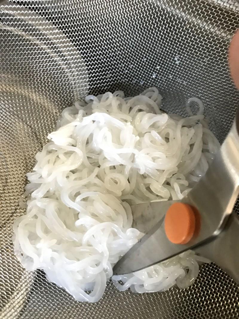 糸こんにゃくのピリっと辛い炒めもの手順1