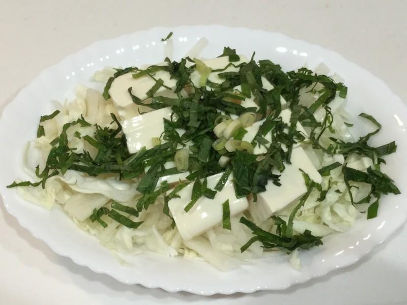 青じそとごま油と塩でいただくやみつき豆腐サラダ手順2