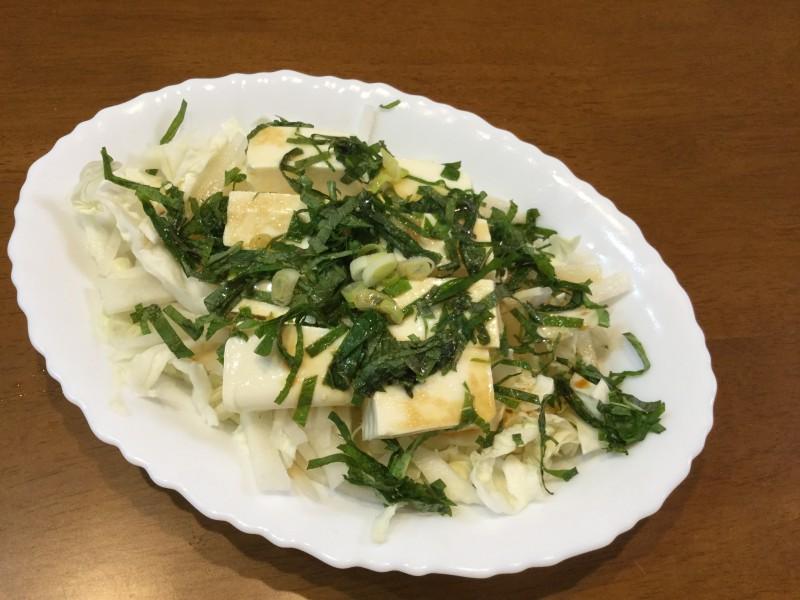 青じそとごま油と塩でいただくやみつき豆腐サラダ