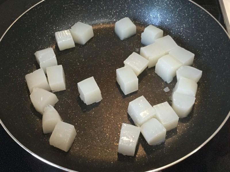箸休めにも!こんにゃくのピリ辛ポン酢炒め手順1