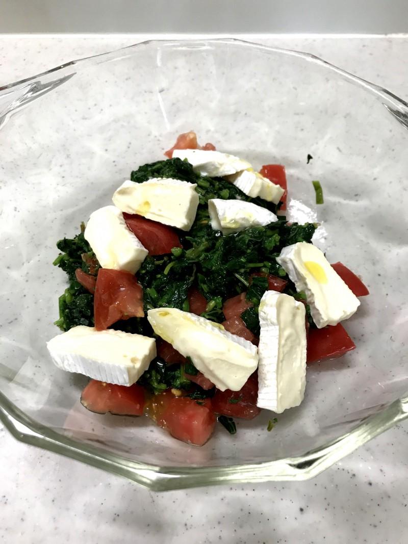 トマトとモロヘイヤのサラダ