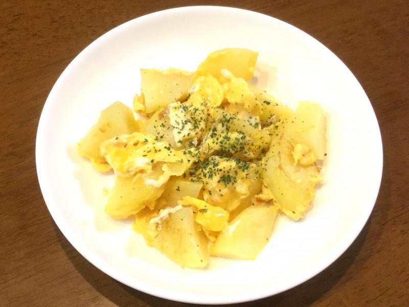 ホクホクポテトとふわふわ卵の炒め物