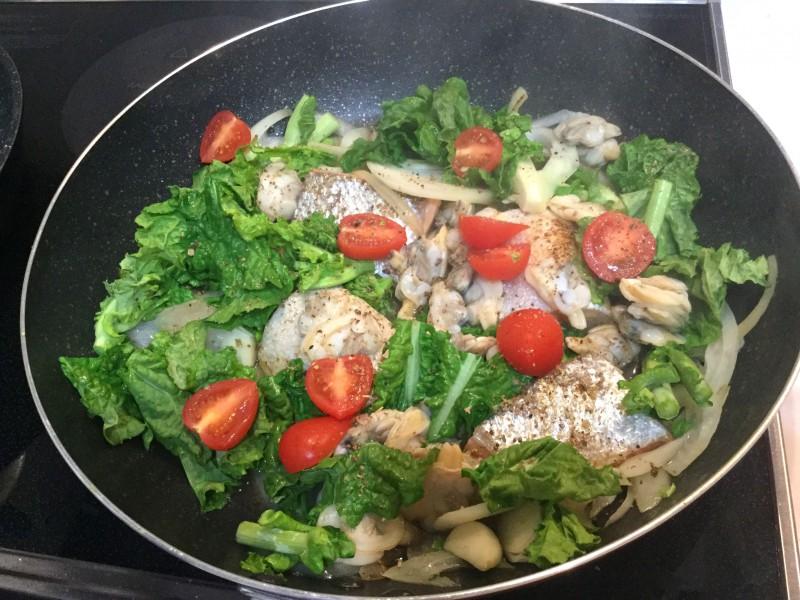 フライパンで簡単♪鮭で作るアクアパッツァ手順3