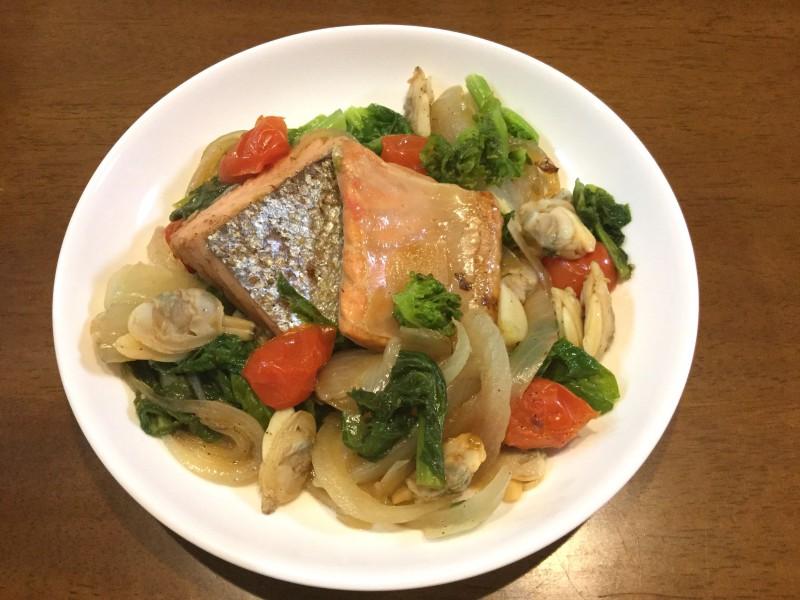 フライパンで簡単♪鮭で作るアクアパッツァ