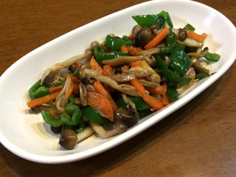 シンプルだけど美味しい!しめじと野菜のめんつゆ炒め