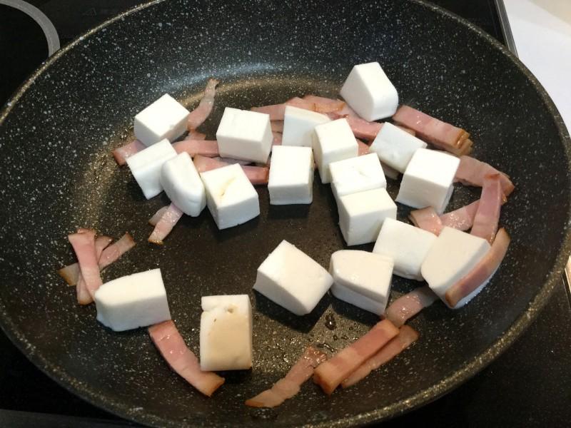フワフワはんぺんとベーコンのカレー炒め手順2