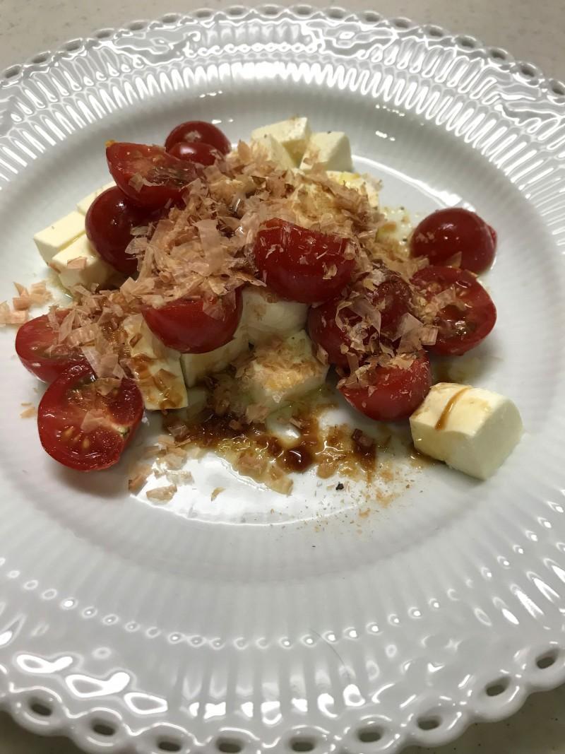 モッツァレラチーズとトマトの和風カプレーゼ