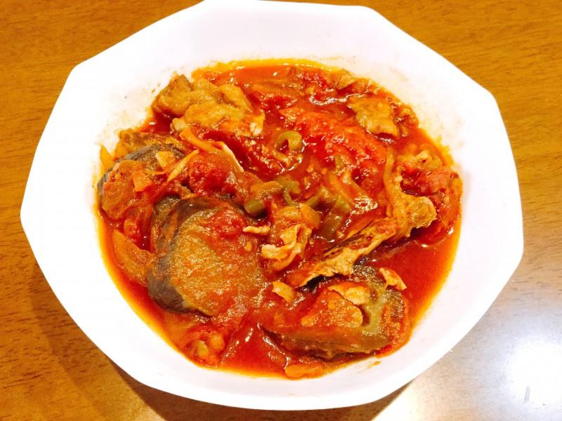 とろとろナスが美味しい!豚肉と野菜のトマト煮込み