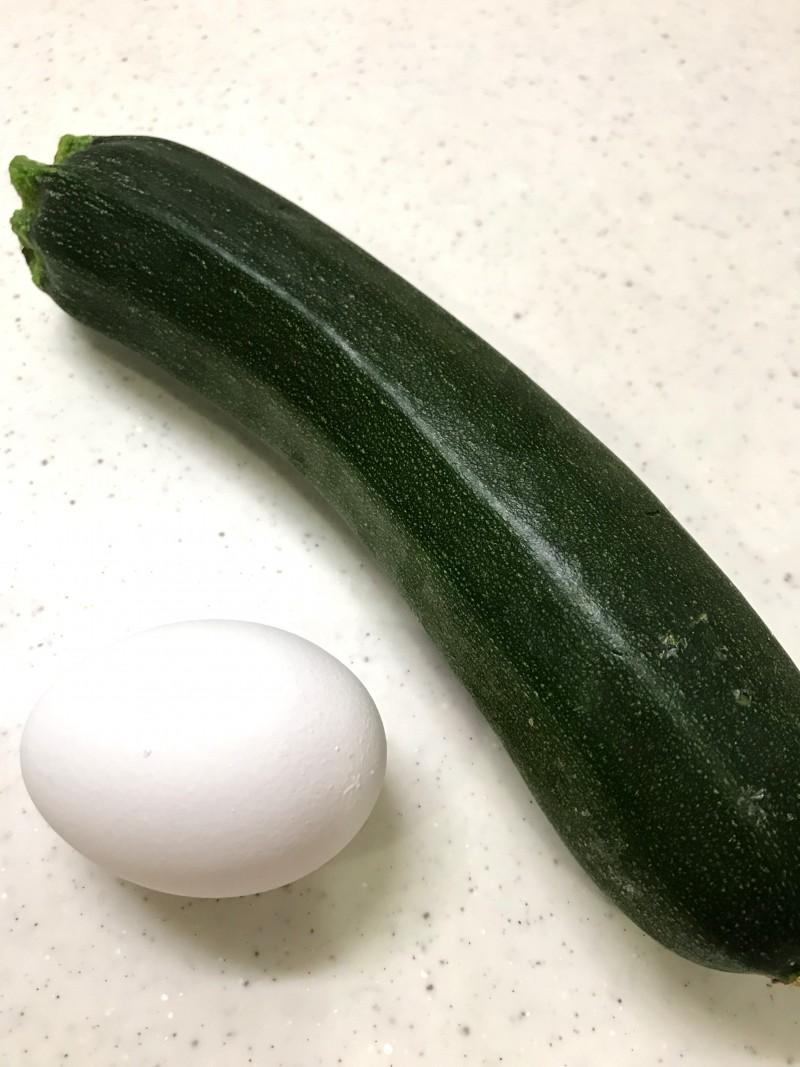 ズッキーニの卵焼きの材料イメージ