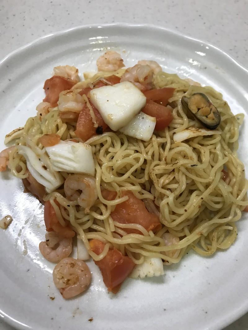 フレッシュトマトと海鮮の焼きそば