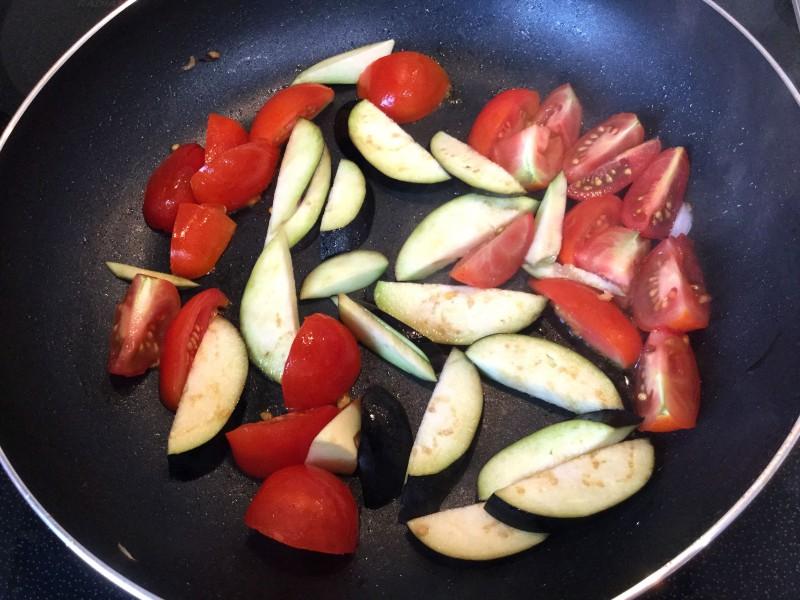 アッサリ美味しい♪たらのトマト煮込み手順1