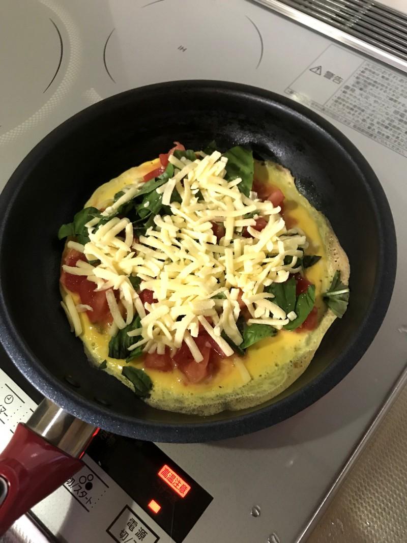 トマトとバジルのオープンオムレツ手順4
