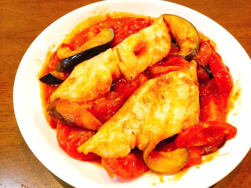 アッサリ美味しい♪たらのトマト煮込み