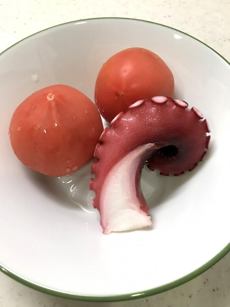 タコとトマトのサラダの材料イメージ