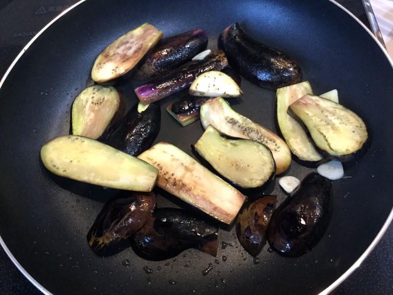 ナスとピーマンのイタリアン炒め手順1