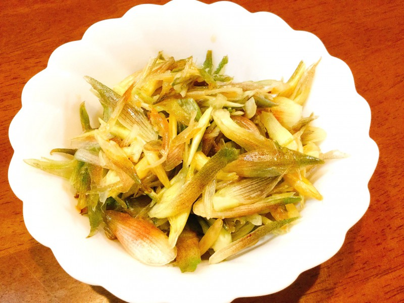 シャキシャキ食感♪ミョウガのサッパリ塩ゴマサラダ