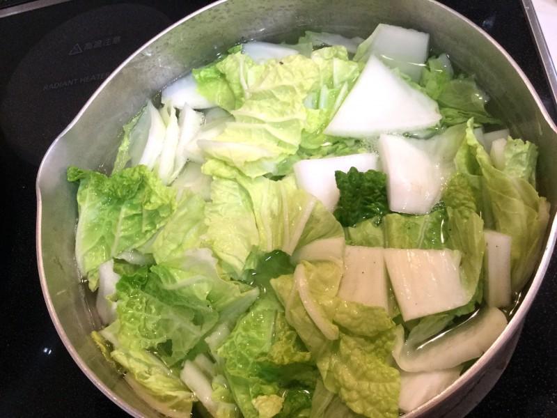 鍋よりも気軽に作れる♪白菜と豚肉の煮込み手順1