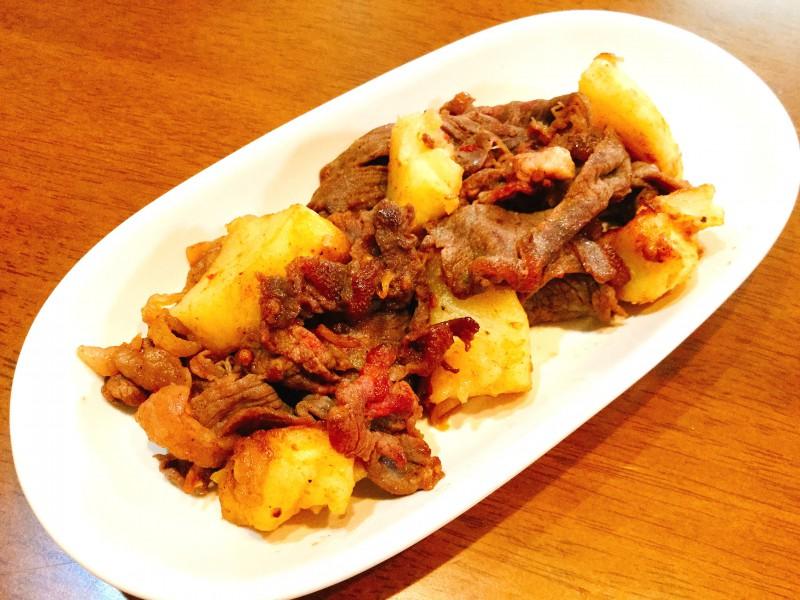 甘辛くて美味しい♪牛肉とポテトのソテー