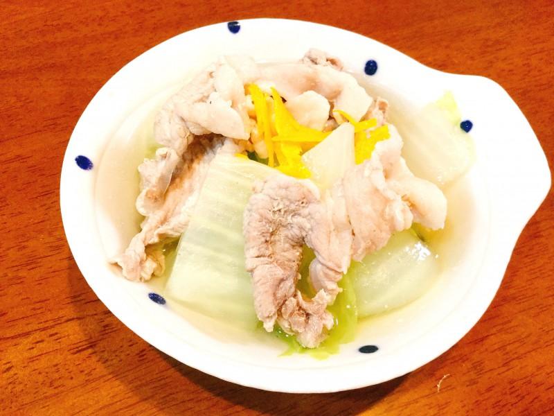 鍋よりも気軽に作れる♪白菜と豚肉の煮込み