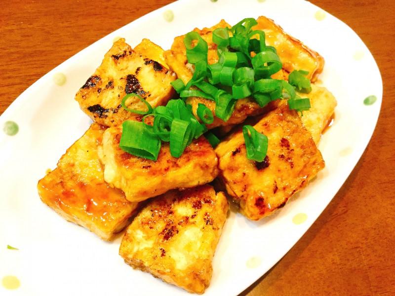 お肉のような食感!?凍らせた豆腐で作る照り焼き