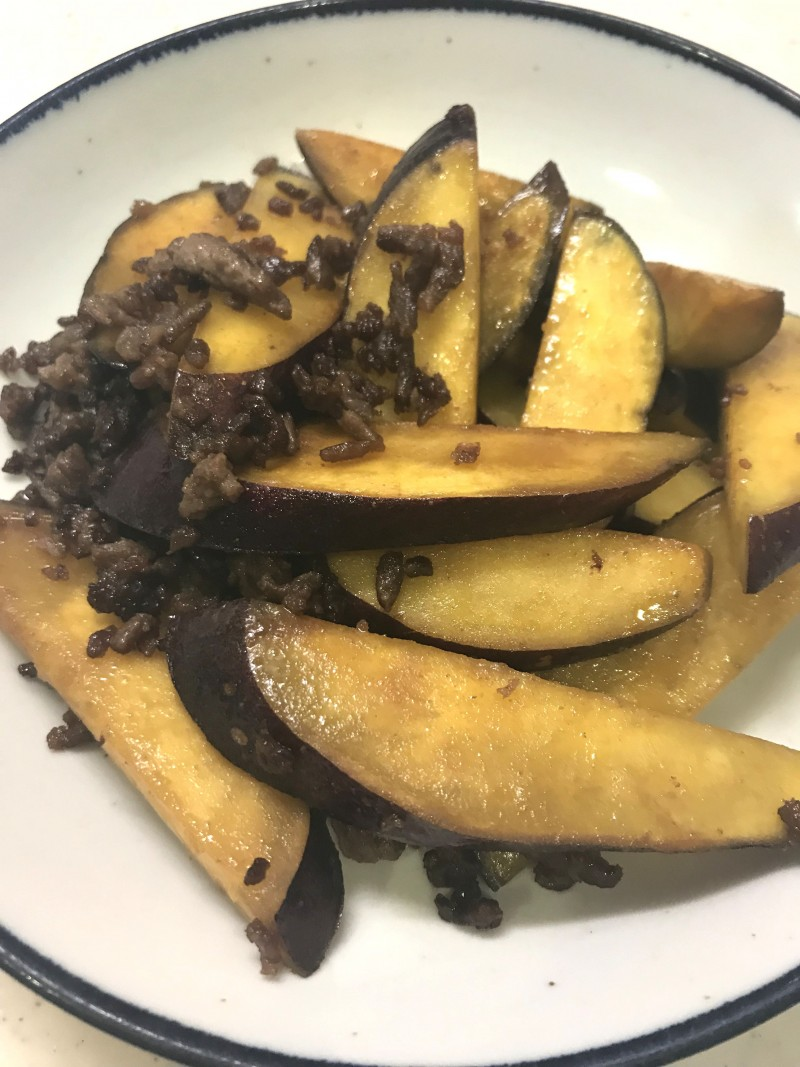 挽き肉とさつま芋の炒め物