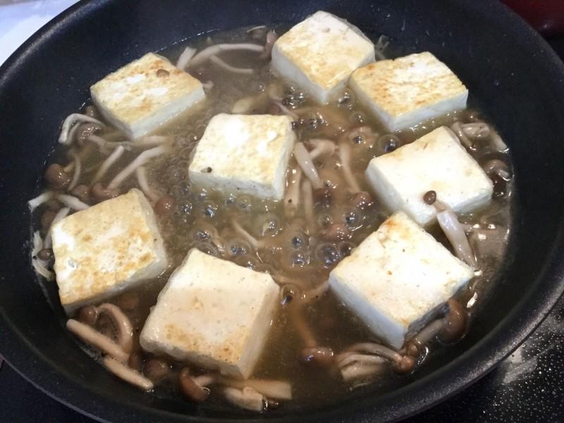 とろ~り生姜としめじのあんかけがたっぷり!豆腐の煮物手順2