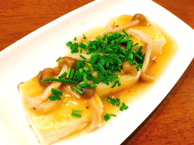 とろ~り生姜としめじのあんかけがたっぷり!豆腐の煮物