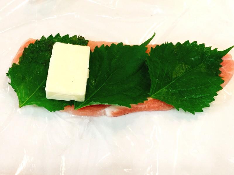 カリッと焼いて♪豚肉のシソチーズ巻き手順1