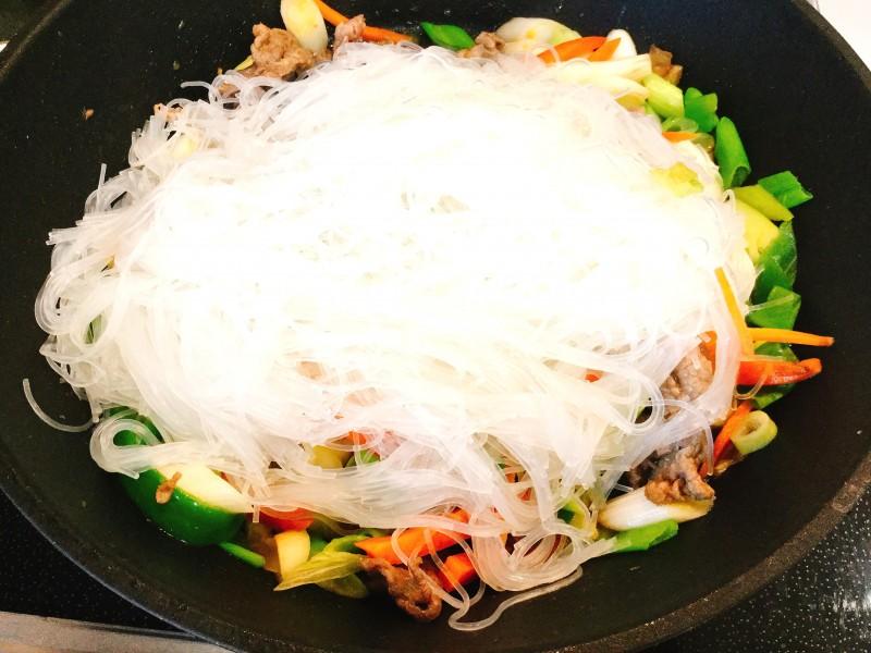ゴマ香る!牛肉と野菜のチャプチェ手順3